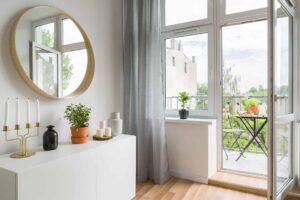 Otwarte drzwi balkonowe, wykonane z PCV